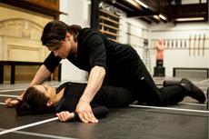 Der schöne Dimitri (Danila Kozlovsky) verdreht Rose (Zoey Deutch) ziemlich den Kopf