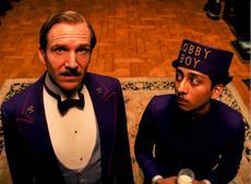 Gustave H. (Ralph Fiennes) und Zero Moustafa (Tony Revolori)